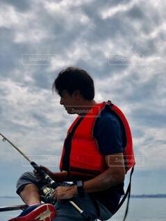 釣りをしている男の写真・画像素材[3705236]