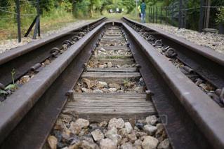 どこまでも続く線路の写真・画像素材[970841]