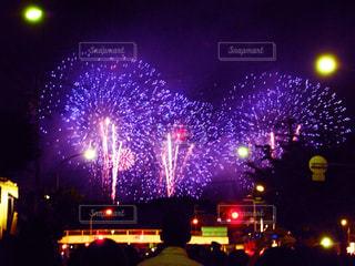 夏の夜は花火の写真・画像素材[2288417]