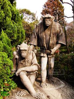 人のようなチンパンジー像の写真・画像素材[2288752]