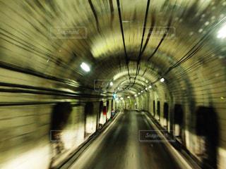 トンネルでワープの写真・画像素材[2289037]