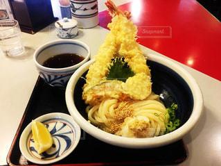 天ぷらエビうどんの写真・画像素材[2290159]