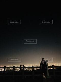 夜景と私の写真・画像素材[2293976]