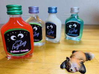 パリピ酒に酔う?アライグマの写真・画像素材[2320214]