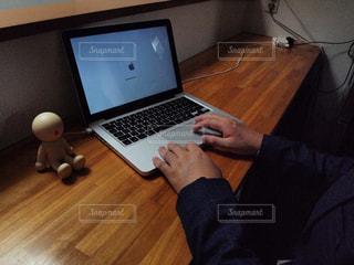 Mac使用風景の写真・画像素材[2322634]