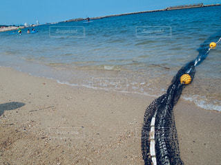 浜辺と漁の網の写真・画像素材[2336266]