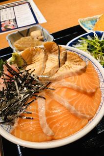 サーモン丼の写真・画像素材[3071317]