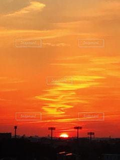 都市に沈む夕日の写真・画像素材[3178258]
