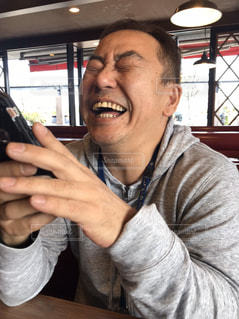 電話を持っている男の写真・画像素材[2963227]