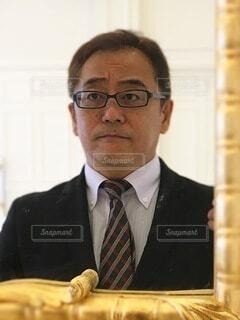 スーツとネクタイを着た男の写真・画像素材[4053229]