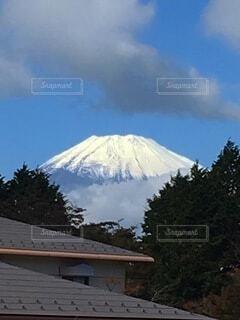 雪に覆われた家の写真・画像素材[4058884]