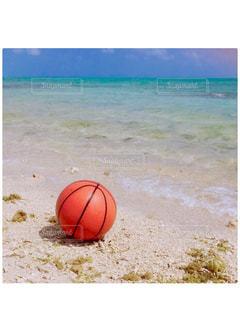 バスケットボールと海と空の写真・画像素材[1962293]