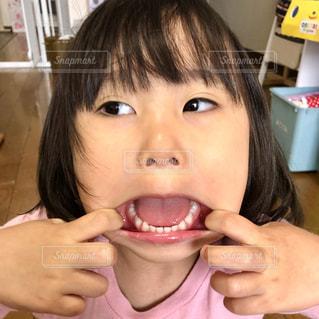 3歳女児、変顔も全力での写真・画像素材[2052192]
