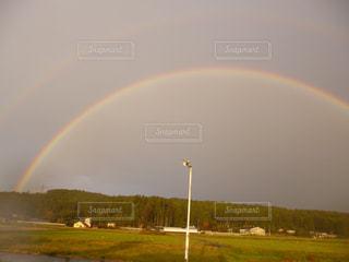 180°の綺麗な二重虹発見!の写真・画像素材[2004683]