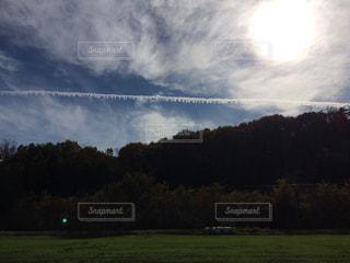 珍しい飛行機雲の写真・画像素材[2005650]