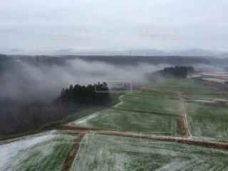 朝靄の景色の写真・画像素材[2005665]