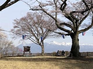 黒磯公園から雪の残る那須山を眺めての写真・画像素材[2038151]