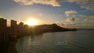 ハワイの朝陽が眩しいの写真・画像素材[2049459]