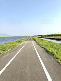 遠賀川、河川敷自転車専用道路の写真・画像素材[2048814]