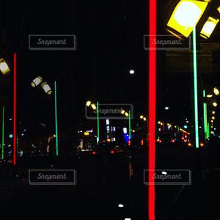 ネオン街灯が光る恵比寿の夜景の写真・画像素材[1968893]
