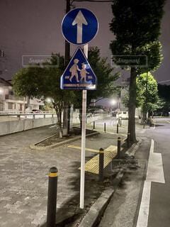 道路の側の標識の写真・画像素材[4523872]