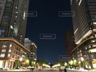 都会の高層ビルライトアップの写真・画像素材[2226867]