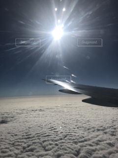 帰国便の窓からの写真・画像素材[2028591]