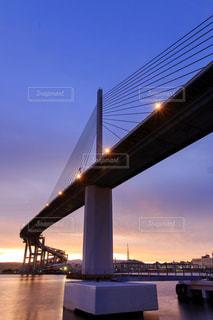 水の体の上の橋の写真・画像素材[807141]