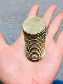 500円玉の積み上げの写真・画像素材[2002720]