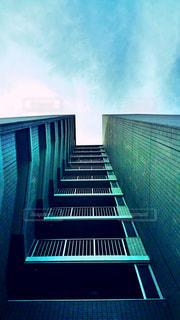 空と高層マンションの写真・画像素材[2083679]