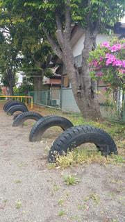 公園の遊具タイヤの写真・画像素材[2083684]