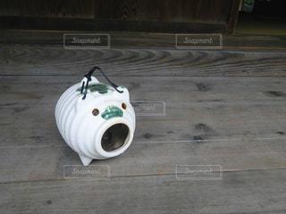 蚊取り豚〜夏の縁側の写真・画像素材[2083555]