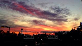 夕暮れ時の都市の眺めの写真・画像素材[2806225]