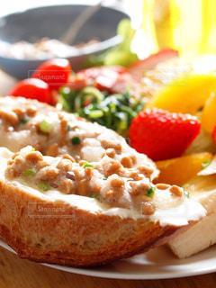 納豆トーストのモーニングの写真・画像素材[2958097]