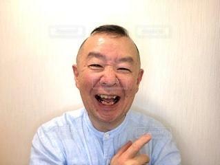 大笑いする男性の写真・画像素材[3451360]