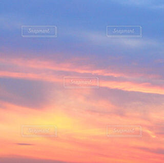 夕焼け空のグラデーションの写真・画像素材[4044405]