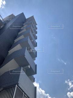 青空とマンションの写真・画像素材[2015741]