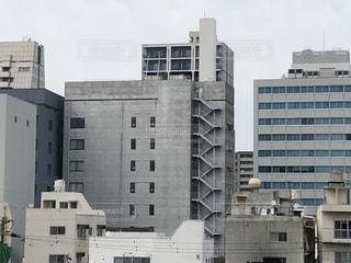 オフィス街の建物と空の写真・画像素材[2039225]