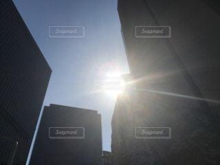 強い日差しの写真・画像素材[2217292]