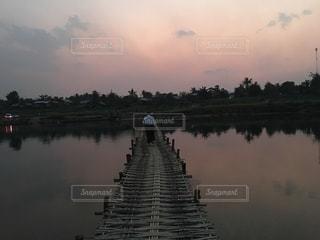 ミャンマーの田舎の川に架かる橋2の写真・画像素材[1984124]