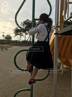 公園で子供が遊んでるの写真・画像素材[2048024]