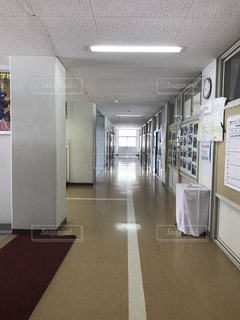 中学校の廊下の写真・画像素材[2266927]