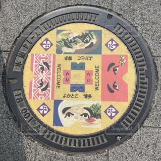 博多駅の前にあったマンホールの写真・画像素材[2396953]