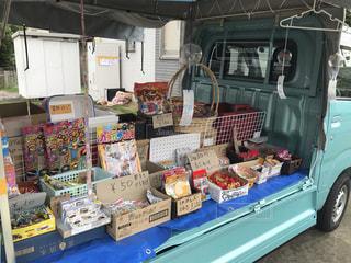 トラックの駄菓子無人販売の写真・画像素材[3495020]