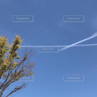 飛行機雲の写真・画像素材[2054343]