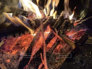 火のクローズアップの写真・画像素材[2738555]