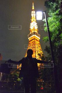 東京タワーをバックにの写真・画像素材[2042584]