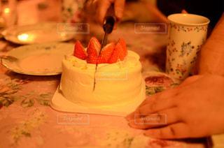 ケーキ切り分けの写真・画像素材[2047533]