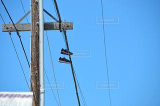 電柱に靴!?の写真・画像素材[2055559]