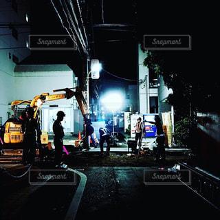 深夜の工事現場の写真・画像素材[2003613]